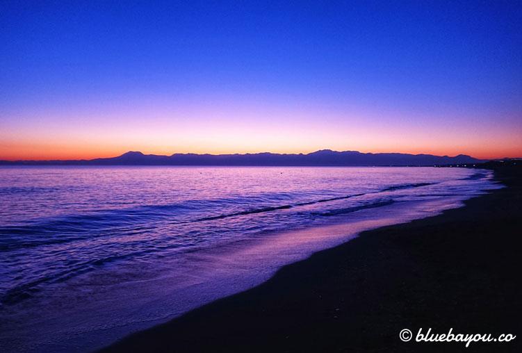 Fotoparade Sonnenuntergang: Fantastische Farbspiele am Meer in der Türkei.