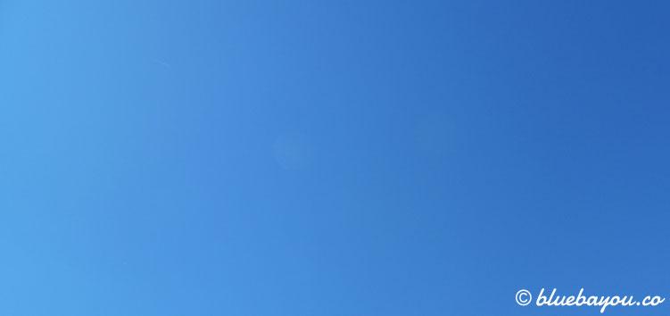 Strahlend blauer Himmel: den ganzen Tag knallte die Sonne, als ich 72 km ging.