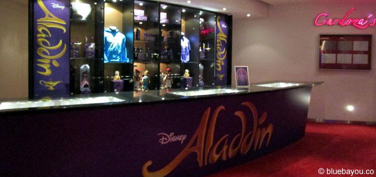Ein Aladdin Merchandise-Stand in der Neuen Flora in Hamburg.