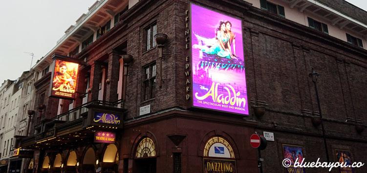In London wird das Aladdin-Musical im Prince Edward Theatre gespielt.