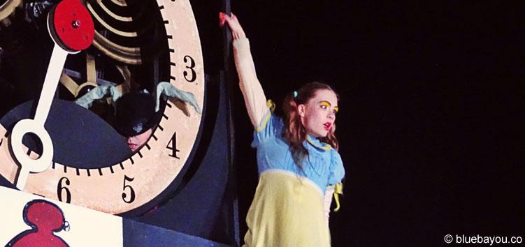 Alice on the Run - Alice am Ende des funkensprühenden Finales.