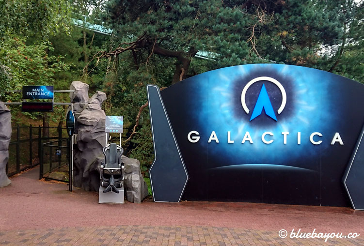 Galactica - ein Flying Coaster im Freizeitpark Alton Towers.