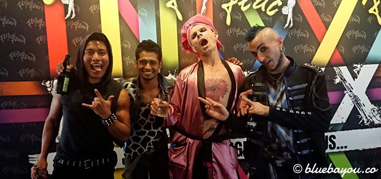 Vier Artisten nach der Show PUNXXX in Düsseldorf.