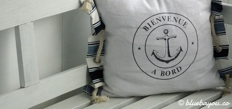 Die maritime Bank auf dem Balkon meiner Ferienwohnung in Schleswig-Holstein.