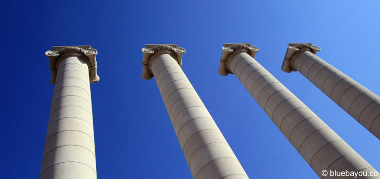 Säulen vor dem Museu Nacional d'Art de Catalunya in Barcelona, Spanien.