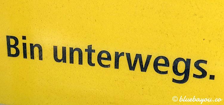 """Bin unterwegs."" Dieses Plakat begegnet mir wahrheitsgetreu entlang meiner 101 km."