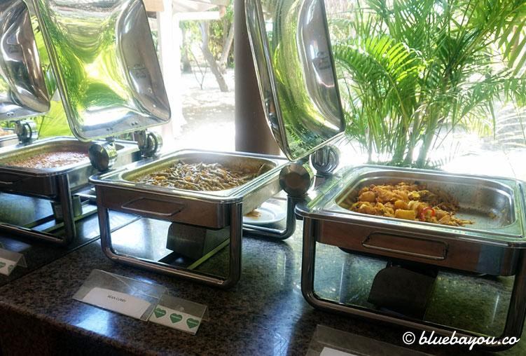 Buffet auf den Malediven: wegen Corona herrscht hier keine Selbstbedienung.