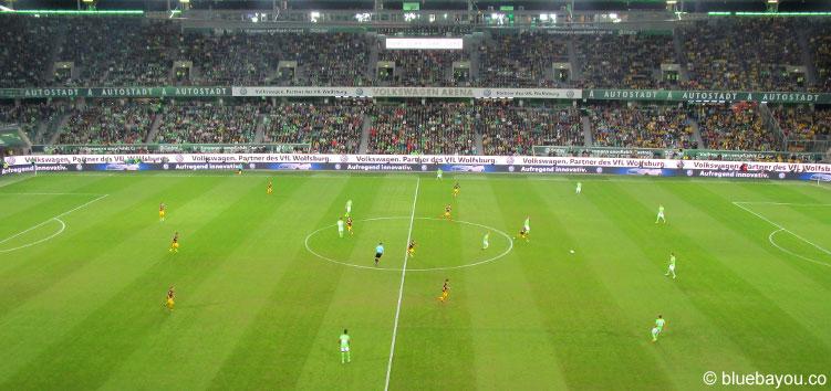 Anpfiff in der Volkswagen Arena Wolfsburg: der VfL Wolfsburg empfängt Borussia Dortmund.