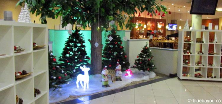 Eingangsbereich des Courtyard Bochum Stadtpark zur Weihnachtszeit.