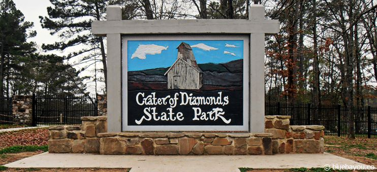 Eingangsschild des Crater of Diamonds State Park in Arkansas in den USA.