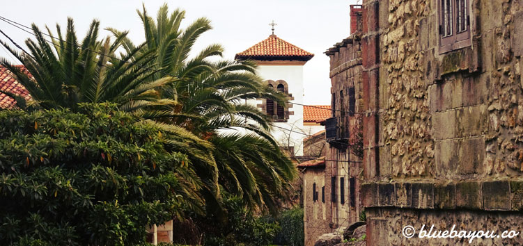 Ein kleines, spanisches Dorf auf dem Jakobsweg.