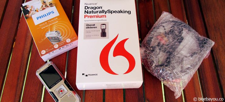 Das Dragon NaturallySpeaking Premium Mobile Paket (Version 13) mit Diktiergerät und Headset.