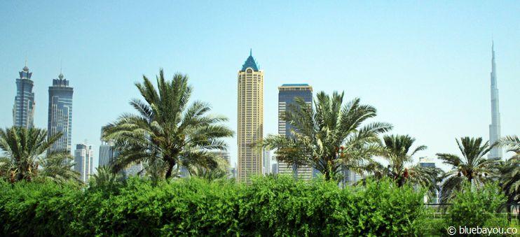 Die Skyline in Dubai mit dem Burj Khalifa ganz rechts.