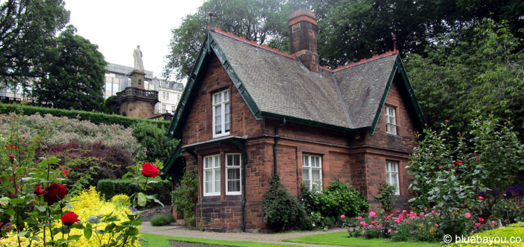 Das Gingerbread House im Princess Streets Garden in Edinburgh.