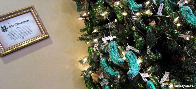 Epcot Themenpark in Walt Disney World Orlando: Laut den Souvenirs im deutschen Länderpavillon ist Deutschland für Gurken am Weihnachtsbaum bekannt.