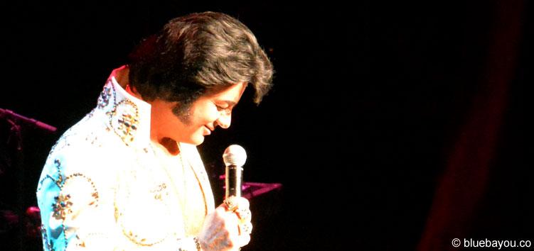 David Lee auf der Bühne während des Finales des Ultimative Elvis Tribute Artist Contest 2015.