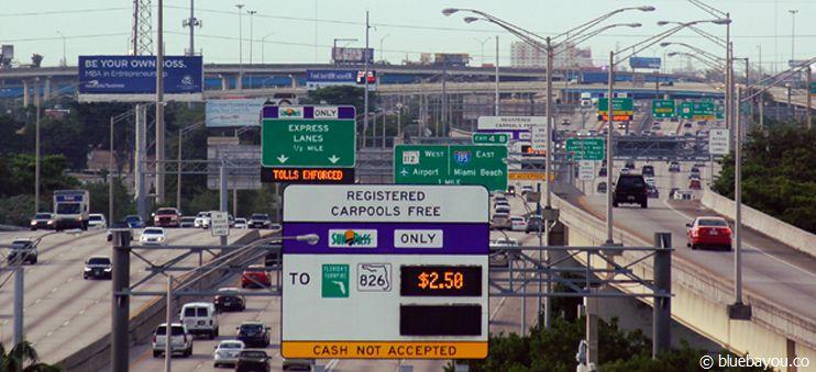 Ankündigung und Preisanzeige der kostenpflichtigen Express Lanes in Miami.