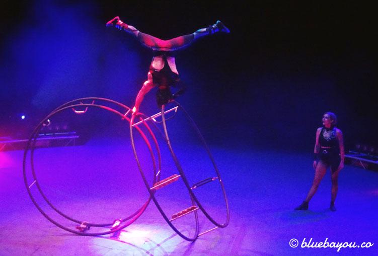 Best of Flic Flac Tour 2017: Dass ein Rhönrad auf viele Arten nutzbar ist, zeigen Zsofie und Fery.