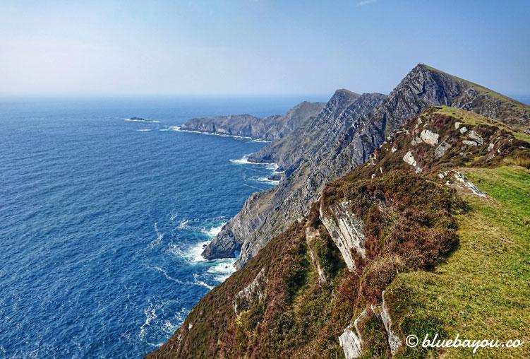 Fotoparade: Bis ganz nach oben rannte ich diesen Berg in Irland, um das Meer zu sehen. Ich simulierte hier also mein erstes Bergrennen.