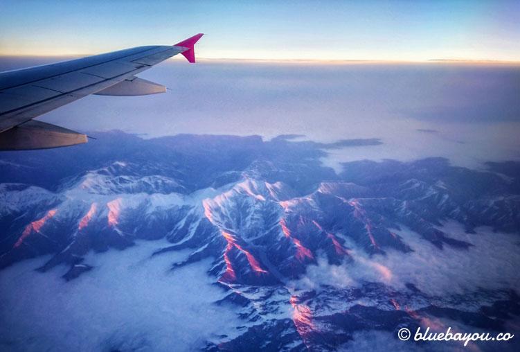 Fotoparade: Sonnenaufgang auf dem Flug von Baku nach Budapest.