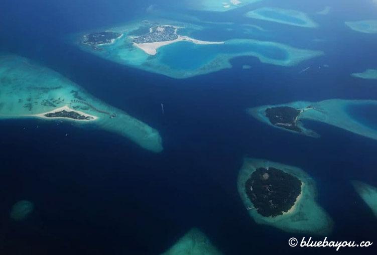Hoch hinaus und über die Atolle der Malediven.