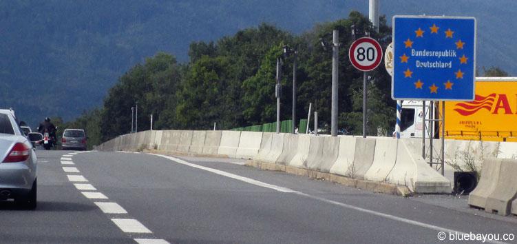12.09.2015: Alles leer und entspannt an der Grenze Österreich-Deutschland. Mittags gab es noch keine Kontrollen.