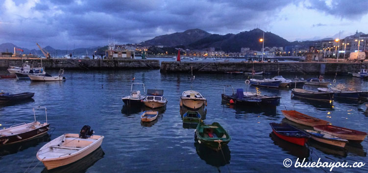 Hafen in Castro-Urdiales in Spanien entlang des Jakobswegs.