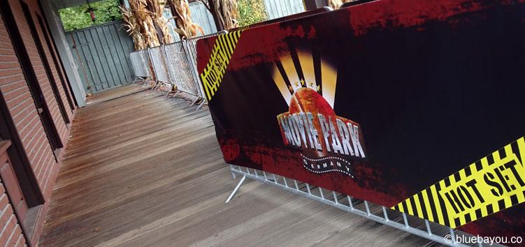Eine Absperrung vor Beginn des Halloween Horror Festes im Movie Park Germany.