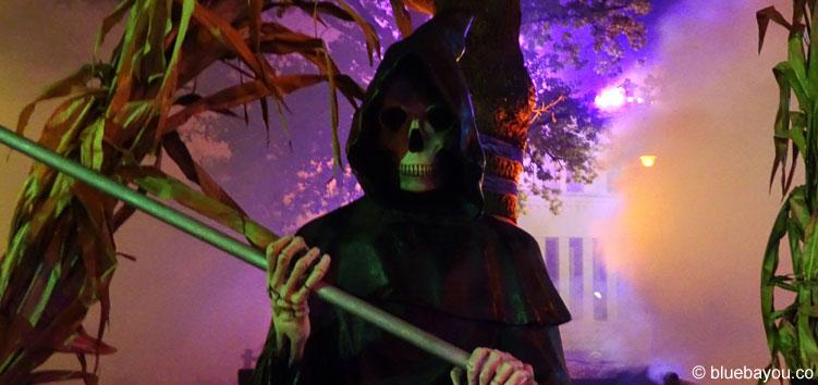 Hell's Village mit viel Nebel beim Halloween Horror Fest im Movie Park Germany.