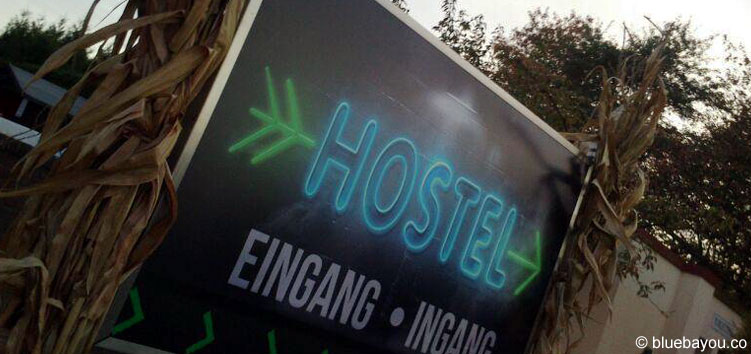 "Der Eingang zur Haunted House Attraktion ""Hostel"" beim Halloween Horror Fest im Movie Park Germany."