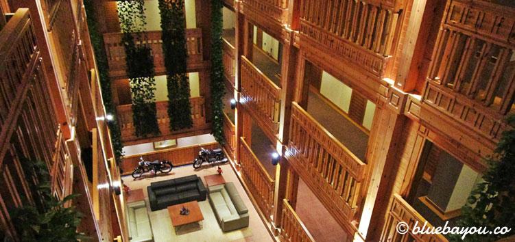 Das 4-Sterne-Hotel Nordic in Andorra: die Gänge zu den Zimmern von oben fotografiert.