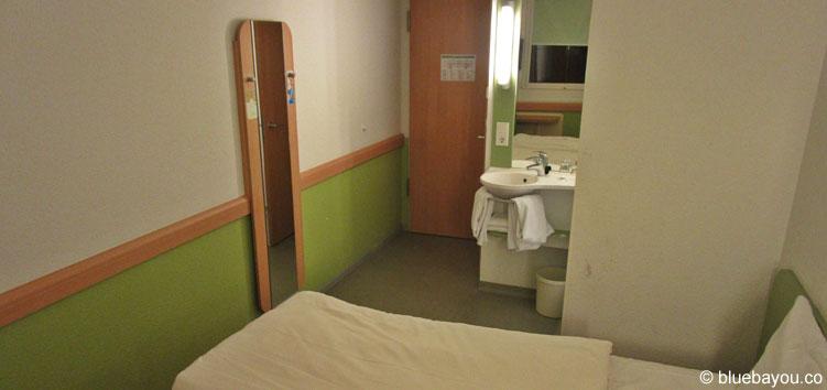 Zimmer mit Doppelbett im ibis budget Berlin Kurfürstendamm.