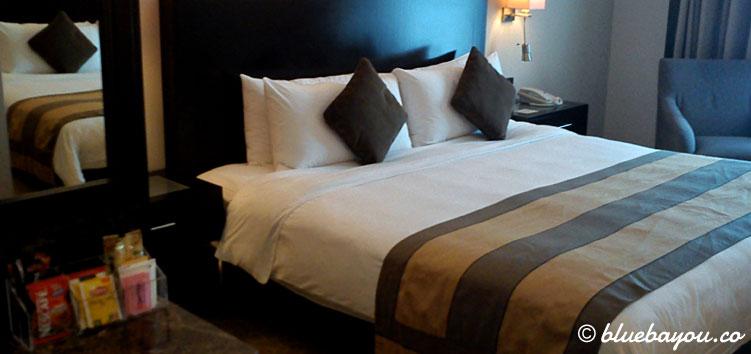 Tag 2 der halben Weltreise mit Ankunft in Dubai und diesem Hotelzimmer.