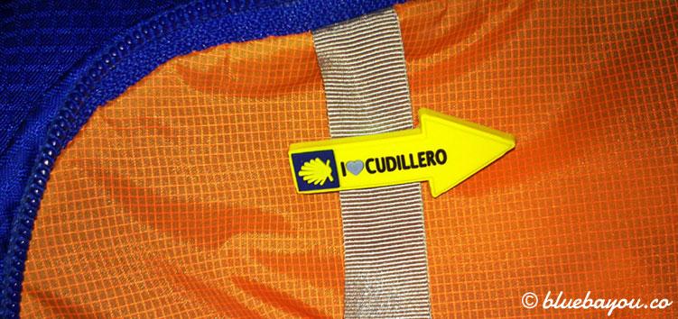 """Jakobsweg-Pin mit Aufschrift """"I love Cudillero""""."""
