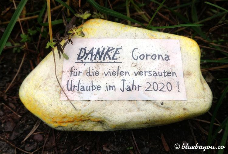Bemalter Stein: Kein Urlaub dank Corona in 2020.