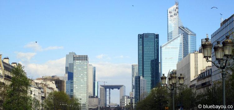 Blick auf den Pariser Stadtteil La Défense.