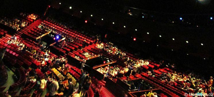 Das La Nouba Theater in Orlando von innen.