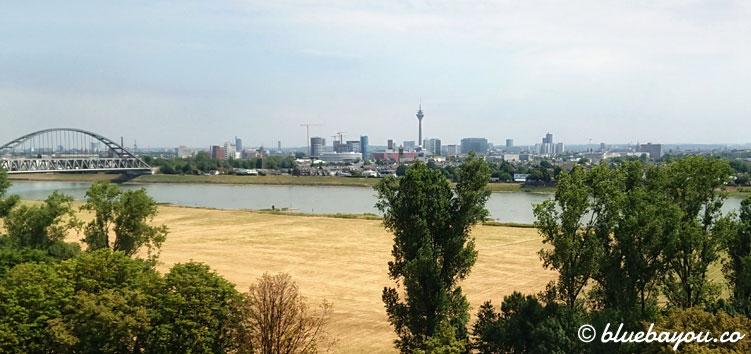 Fit aufwachen am Tag nach dem Megamarsch mit diesem fantastischen Ausblick auf Düsseldorfs Skyline.