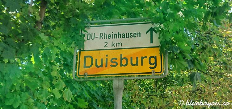 """""""Sie verlassen jetzt Dusiburg"""" - wie lange sich die Strecken ziehen, wenn man sie statt sonst mit dem Auto nun gehend zurücklegt."""