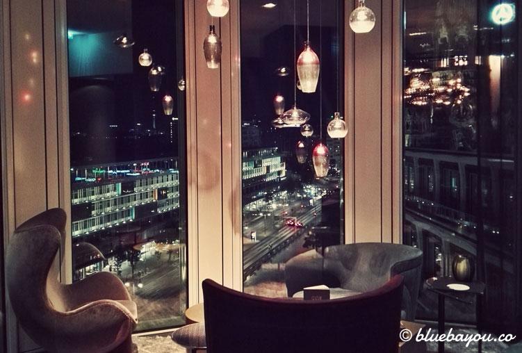 Die One Lounge des Motel One Berlin-Upper West.