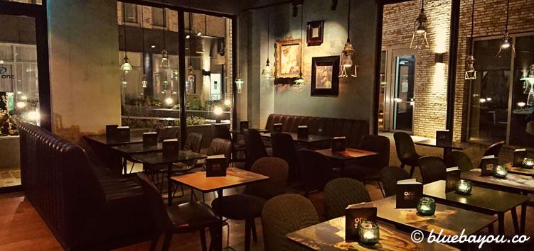 Die One Lounge des Motel One Amsterdam-Waterlooplein in England.