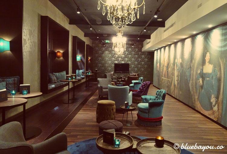 Die One Lounge des Motel One Edinburgh-Princes in Schottland.