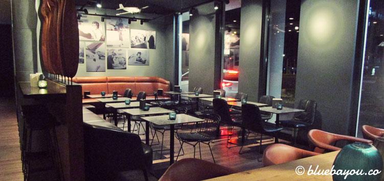 Die One Lounge des Motel One Hamburg-Airport.