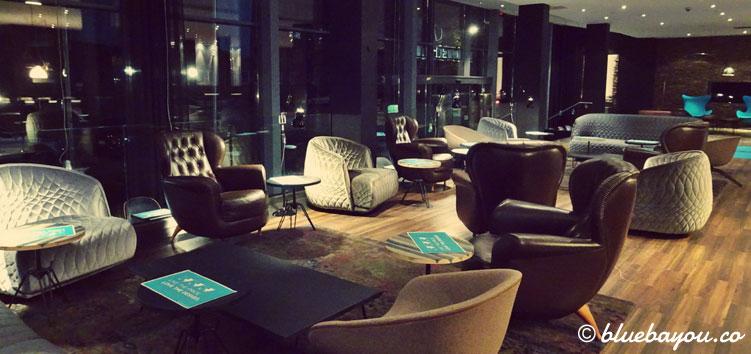 Die One Lounge des Motel One Hamburg-Altona.