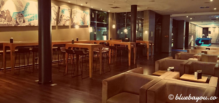 Die One Lounge des Motel One Köln-Mediapark.