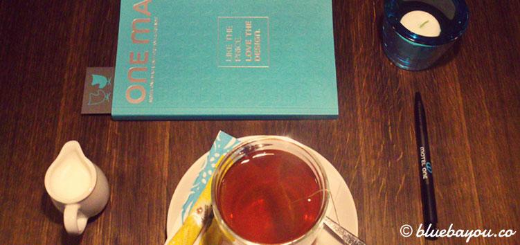 Tee und das One Mag m Motel One Leipzig Nikolaikirche.