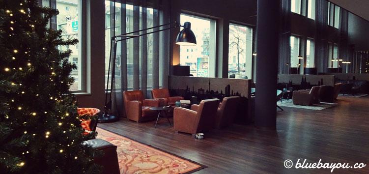 Die One Lounge des Motel One München-City-Süd.