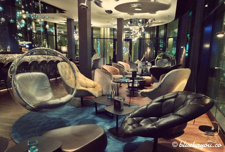 Die One Lounge des Motel One Stuttgart-Bad Cannstatt.