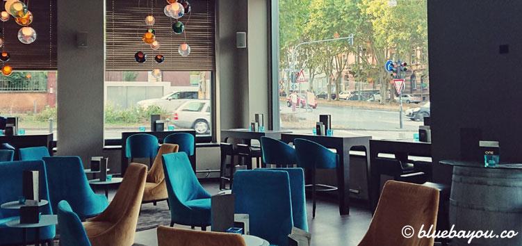 Die One Lounge des Motel One Wiesbaden.