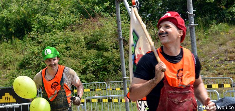 Super Mario und Luigi liefen bei Mud Masters 2016 in Weeze den Marathon.